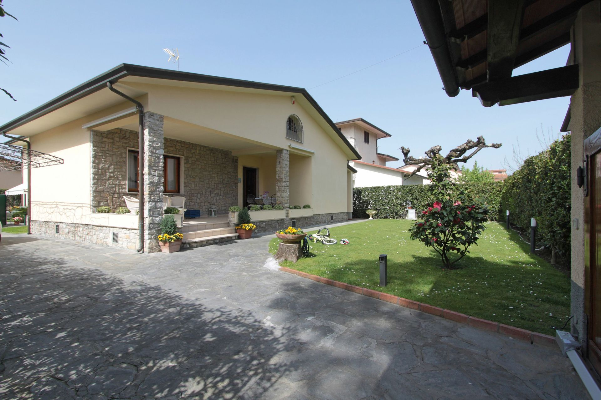 Italian Case Forte Dei Marmi villa giovanna: vacation rental that sleeps 6 people in 4