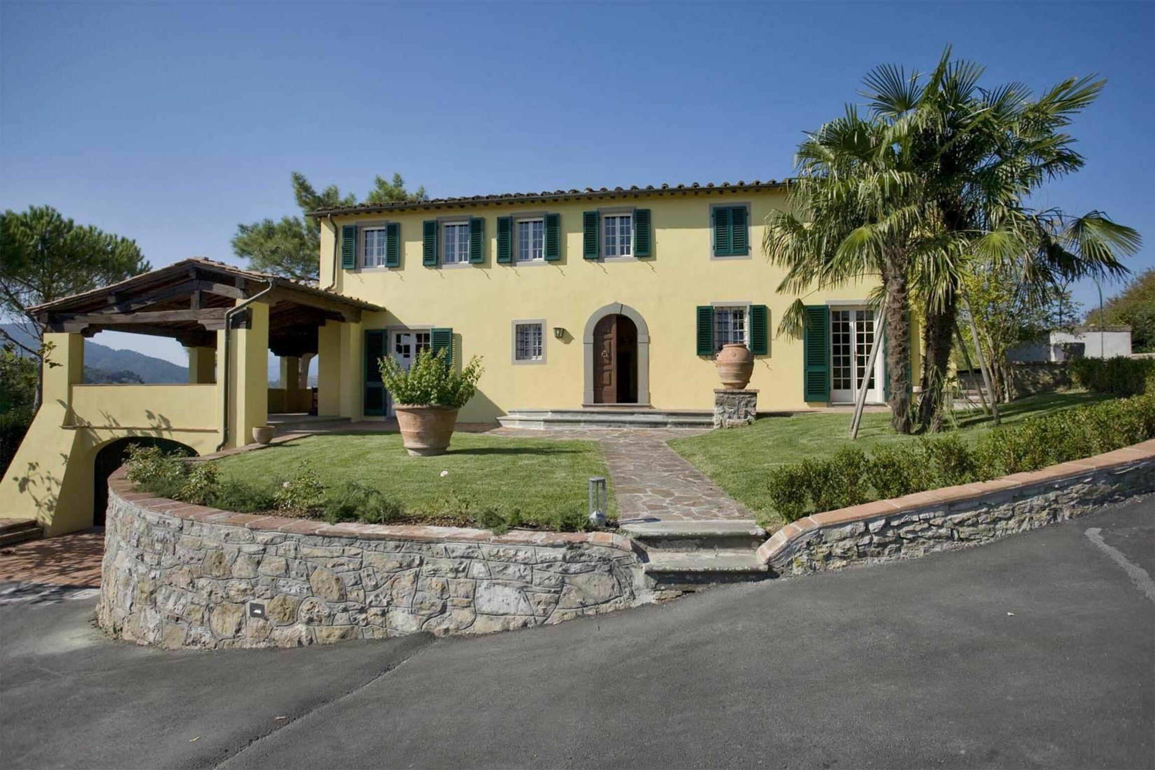 Lucca, Italy Apartment #RU265868
